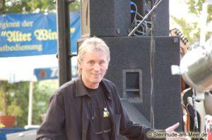 Gerd Hoevel Mit18 Frontalansicht auf der Bühne